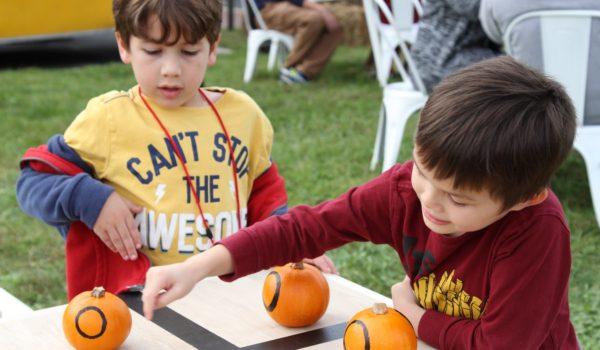 Tik-tak-toe with pumpkins